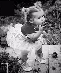 Cute Toddlers, Cute Kids, Cute Babies, Old Pictures, Baby Pictures, Funny Pictures, Beautiful Children, Beautiful Babies, Sweet Child O' Mine