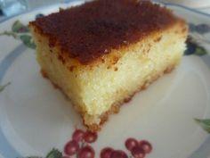 Gerçek bir Türk tatlısı ile yeniden merhaba... Daha güzel bir klasik Türk tatlısı olamaz bence. Hafif, yumuşacık ve tadı yerinde...Eşimin de en sevdiğidir. Bu revani tarifi annemden. Neden şimdiye dek paylaşmamışım hayret! Demek bugünü bekliyormuşum.