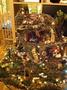 l'ho colorata con colori acrilici. Per Christmas Crib Ideas, Gold Christmas, Simple Christmas, Xmas, Christmas Tree, Christmas Nativity Scene, Christmas Villages, Diy Christmas Ornaments, Christmas Decorations