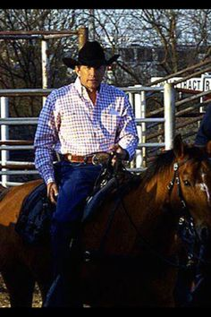 George Strait, is there anything better, George horseback. I think not!