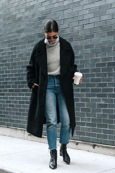 Schwarzer Mantel Outfit Damen The most beautiful outfits for women & the combination with a black coat! Winter Looks, Fall Winter Outfits, Autumn Winter Fashion, Autumn Casual, Winter Clothes, Winter Wear, Grunge Winter Outfits, Japan Winter Fashion, Snow Fashion