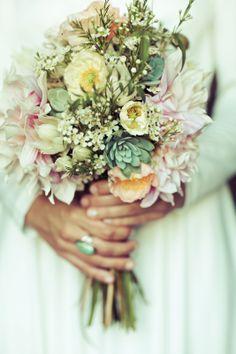 Vintage/boho wedding in Rancho Santa Fe. floral design: plentyofpetals.com // photography: photographsbyanjuli.com