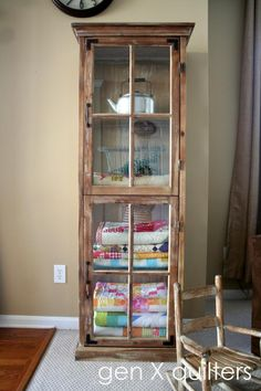 Exquisite Linen Storage Ideas for Your Home Decor If your home has got no linen closet, you can still call it beautiful with these amazing linen storage ideas. They're designed to give your closet Quilt Storage, Linen Storage, Laundry Room Storage, Fabric Storage, Diy Storage, Storage Boxes, Storage Ideas, Quilt Racks, Blanket Storage