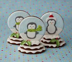 Snow Globe Cookies by Zoe Clark Cakes Christmas Coffee, Christmas Sweets, Noel Christmas, Christmas Baking, Green Christmas, Fancy Cookies, Iced Cookies, Cute Cookies, Cookies Et Biscuits
