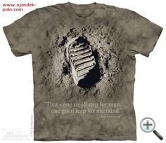 Holdcipő nyom a Holdon The Mountain póló. 3d T Shirts, Cool Shirts, T Shirts For Women, One Small Step, Neil Armstrong, Step Kids, Tshirts Online, Nasa, Classic T Shirts