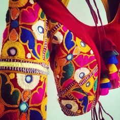 Embroidered blouse for navratri. Created by sapna davey Garba Dress, Navratri Dress, Choli Dress, Kutch Work Saree, Dandiya Dress, Chaniya Choli Designer, Kutch Work Designs, Wedding Dresses For Kids, Blouse Designs Silk