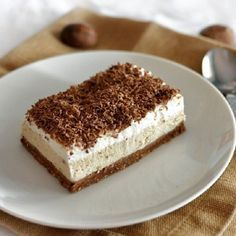 Easy no bake chestnut cake. Delicious, moist goodness - Food and drinks interests Hungarian Desserts, Romanian Desserts, Romanian Food, Hungarian Recipes, Fancy Drinks, Fancy Desserts, No Bake Desserts, Just Desserts, Cake Recipes