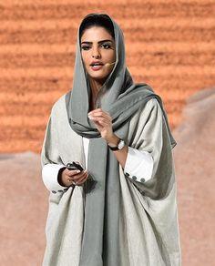 Saudi Arabian Royalty and Humanitarian Princess Ameerah Al-Taweel Iranian Women Fashion, Arab Fashion, Muslim Fashion, Mode Abaya, Mode Hijab, Modest Fashion Hijab, Fashion Outfits, Modesty Fashion, Niqab