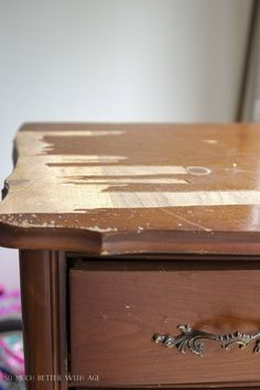 8 steps to finish badly damaged furniture / veneers coming from the dresser - much better with age Repair Wood Furniture, Cheap Furniture Makeover, Diy Furniture Renovation, Wood Repair, Refurbished Furniture, Paint Furniture, Repurposed Furniture, Furniture Projects, Reclaimed Furniture