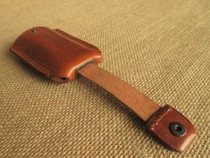 This key holder is made from hand finished vegetable tanned leather that we have treat ourselves with traditional methods using natural dyes. The leather has also natural oils and beeswax to protect it. its an Eco-friendly and premium leather, without any chemicals. It´s a practical, simple, and durable key holder. the leather is dyed by hand, so each piece has a unique tone and texture and may vary slightly from the one in the picture. You can choose to have this case in one of the four…