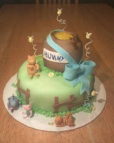 Winnie the Pooh Baby Shower Cake by Ckiecrumb