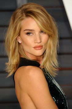 Clavicut — the Best Celebrity Midlength Hairstyles The Clavicut — the Best Celebrity Midlength Hairstyles: Have you heard of the clavicut?The Clavicut — the Best Celebrity Midlength Hairstyles: Have you heard of the clavicut? Celebrity Hairstyles, Hairstyles With Bangs, Pretty Hairstyles, Hairstyles 2018, Mid Length Hairstyles, Side Fringe Hairstyles, Hair Day, New Hair, Clavicut