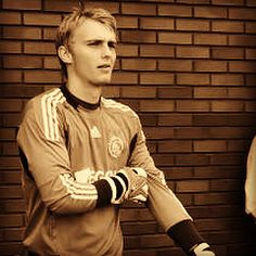 Jasper Cillessen - Ajax 2011 He's A Keeper, Football Players, Jasper, Funny Memes, Handsome, Photo And Video, Long Sleeve, Cute, Sports
