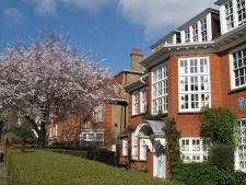 """The Freud Museum, at 20 Maresfield Gardens in Hampstead, was the home of Sigmund Freud and his family when they escaped Nazi annexation of Austria in 1938. It remained the family home until Anna Freud, the youngest daughter, died in 1982. The centrepiece of the museum is Freud's study, preserved just as it was during his lifetime."" England Uk, London England, Beautiful Islands, Beautiful Places, Living In England, London Life, London Photos, London Calling, English Countryside"