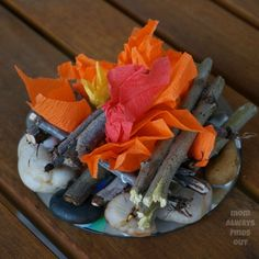 Campfire Craft and Camping Party Decor: Mini Campfire - Modern Party Activities, Autumn Activities, Fake Campfire, Bonfire Night Crafts, Camping Parties, Camping Theme, Camping Crafts, Campfire Crafts For Kids, Camping Stuff
