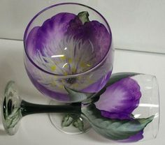 How To Paint Wine Glasses Images of Wine Glass Painting Diy Wine Glasses, Decorated Wine Glasses, Hand Painted Wine Glasses, Wine Glass Crafts, Wine Bottle Crafts, Bottle Painting, Bottle Art, Glass Painting Designs, Glass Design