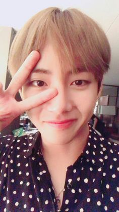 In which Jimin starts a group chat with a bunch of people he knows, h… # Fanfiction # amreading # books # wattpad Taehyung Selca, Namjoon, Jimin Jungkook, Bts Bangtan Boy, Seokjin, Hoseok, Taehyung 2017, Taehyung Smile, Daegu