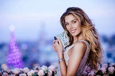 Miss France 2015 Camille Cerf portant une montre Charriol St-Tropez Diamants