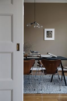 Living room paint colora with brown furniture grey walls 35 Trendy ideas Living Room Remodel, Living Room Paint, Living Room Decor, Taupe Living Room, Mid Century Modern Dining Room, Modern Dining Room Tables, Dining Table, Living Room Inspiration, Interior Design Inspiration