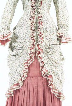 Day dress, early 1880s, at the Bunka Gakuen Costume Museum