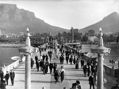 After the completion in 1910 the old Pier was a popular venue amongst Capetonians wanting to 'get out'