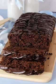 Triple Chocolate Banana Bread is an easy quick bread recipe with big chocolate flavor! Deliciously decadent, with loads of bananas to make it extra moist. Zucchini Banana Bread, Easy Banana Bread, Chocolate Chip Banana Bread, Chocolate Flavors, Chocolate Recipes, Chocolate Topping, Chocolate Chips, Big Chocolate, Quick Bread