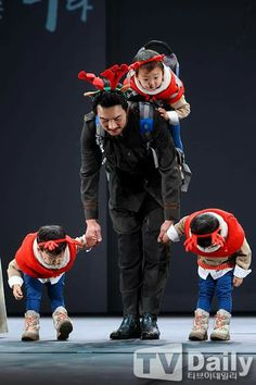 Song Triplets with daddy, Song Il Kook Superman Cast, Superman Kids, Cute Kids, Cute Babies, Korean Tv Shows, Man Se, Song Daehan, Song Triplets, Miss You Guys