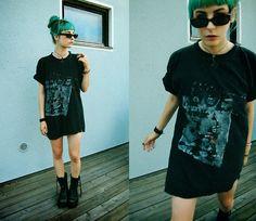 2:Nd Hand T Shirt, Underground Boots, Blue Fox Necklace, 2:Nd Hand Shades