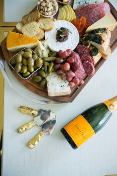 Create the perfect holiday cheese board
