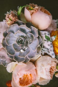 Add beautiful texture to your bouquet with succulents | Studio 29 Photography