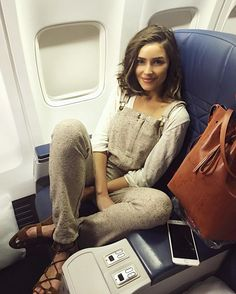 Olivia Culpo- what an airport outfit 😍 Outfit Stile, Overalls Outfit, Dungarees, Outfits Inspiration, Mode Inspiration, Looks Style, Style Me, Look Fashion, Street Style