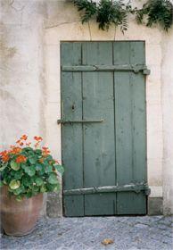 Porte vitr e avec volet la proven ale style typiquement for Porte acier cabanon