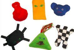 Dukker med navn som Bibbi og Titti kan hjelpe barn å høre bokstavlydene i nye ord. Kids Rugs, Christmas Ornaments, Holiday Decor, Home Decor, Alternative, Room Decor, Christmas Baubles, Home Interior Design, Decoration Home