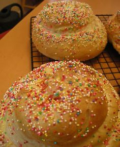 Rosh Hashana Challah Kids will love this sweet challah bread with colored sprinkles to celebrate the #Jewish New Year #RoshHashana #food