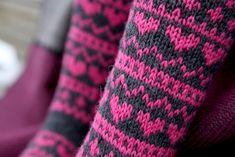 Pizzicato: Sydänsukat Knitting Socks, Knit Socks, Mittens, Gloves, Socks, Breien, Fingerless Mitts, Fingerless Mittens