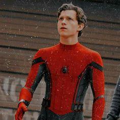Tom Holland, Men's Toms, Marvel Fan, Funny Relatable Memes, Marvel Characters, Beautiful Boys, Boy Bands, Actors & Actresses, Spiderman