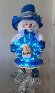 muñecos con luces navideños con patrones Snowman Crafts, Xmas Crafts, Diy And Crafts, Christmas Room, Christmas Snowman, Merry Christmas, Felt Christmas Decorations, Christmas Wreaths, Christmas Ornaments