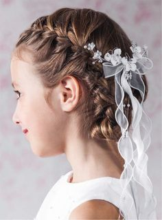 Vintage Floral First Communion Hair Comb with Ribbon Trails -- My daughter does NOT want a veil -- I can't believe it. First Communion Veils, Girls Communion Dresses, First Holy Communion, Flower Girl Hairstyles, Little Girl Hairstyles, Simple Hairstyles, Beautiful Hairstyles, Evening Hairstyles, Wedding Hairstyles