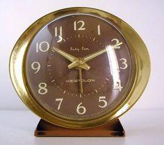 Réveille matin d'époque. Vintage  alarm clock.