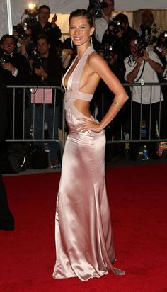 Pin for Later: 26 Reasons Gisele Bündchen Will Always Be the World's Sexiest Supermodel And in Versace at the 2008 Met Gala.