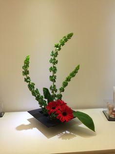 簡 Tropical Flower Arrangements, Ikebana Flower Arrangement, Tropical Flowers, Flower Garlands, Flower Decorations, Dwarf Fruit Trees, Flower Designs, Planting Flowers, Floral Design
