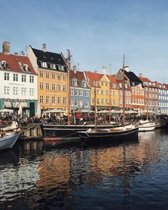 Nyhavn, Copenhagen, Denmark / instagram @steffywhoelse