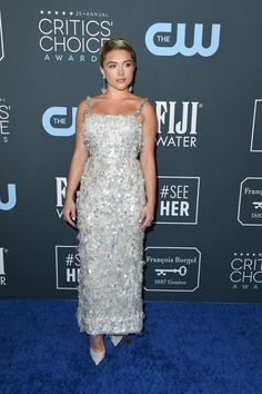 You may still be thinking about all the glamorous dresses from the Golden Globes earlier this month, but the stars are already on to the next major show. Switching gears (almost) entirely, the 2020 Critics' Choice Awards looks were completely… Critic Choice Awards, Critics Choice, Elie Saab Gowns, Versace Gown, Florence Pugh, Glamorous Dresses, Best Actress, Gray Dress, Color Trends