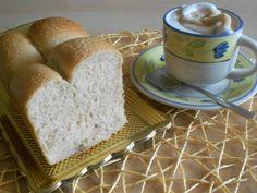 L'idea di preparare un pan bauletto veganmi frullava da tempo. E così finalmente ecco la ricetta di un soffice pan bauletto senza alcun prodotto de