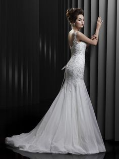 BT13-16 / Beautiful Collection / Enzoani / Available Colours : Ivory/Silver, Ivory/Ivory (back)