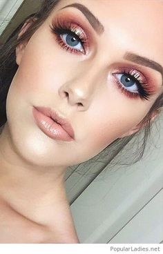 Pink nude makeup for blue eyes