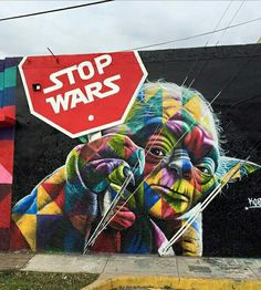 """Uma associação com o famoso """"star wars"""", porém em uma atitude contraria a guerra, pedindo o fim dela."""