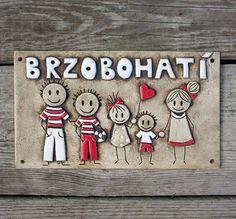 Keramická cedulka rodinná na míru / Zboží prodejce ZARIA House Plaques, Cool Art Drawings, Clay Art, Macrame, Weaving, Woodworking, Diy Projects, Wall Decor, Pottery