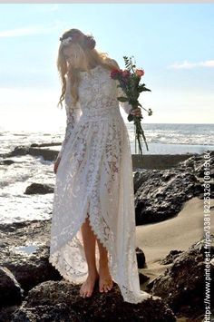 White wedding dress. All brides imagine finding the ideal wedding, but for this they need the most perfect wedding dress, with the bridesmaid's outfits complimenting the wedding brides dress. The following are a few tips on wedding dresses.