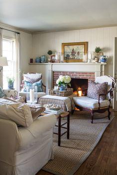Cozy Living Rooms, Cottage Living, Home Living Room, Living Spaces, Coastal Decor, Boho Decor, Victoria Magazine, Cozy Room, Home And Deco